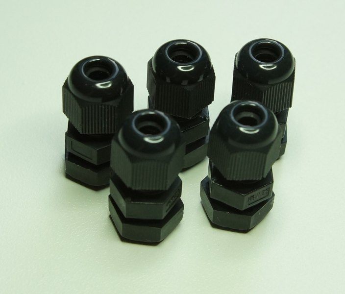 Cable gland M8 black nylon (5-pack)